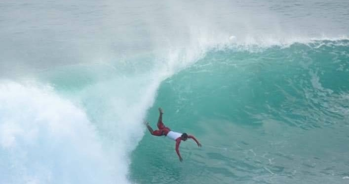 Surfer-wipeout-big-waves18